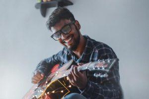 איך מכוונים גיטרה
